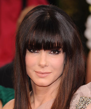 Sandra Bullock shows off her new fringe hairstyle at the Golden Globes 2011!