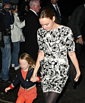 Stella McCartney switches on her Christmas lights with a little help from her famous friends foto