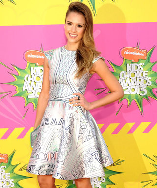 Jessica Alba and Kristen Stewart style it up at 2013 Nickelodeon Kids' Choice Awards