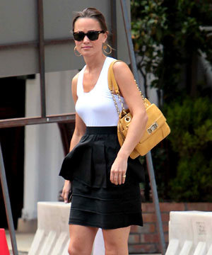 GET THE LOOK: Pippa Middleton gets a new handbag!
