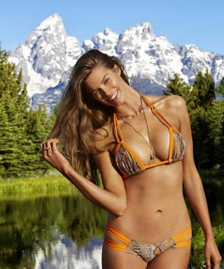 Robyn Lawley Is the First Plus-Size Model to Pose for Sports Illustrated's Swimsuit Edition
