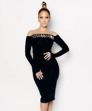 Get the Scoop on J.Lo's Reflective Nails from Last Night's American Idol