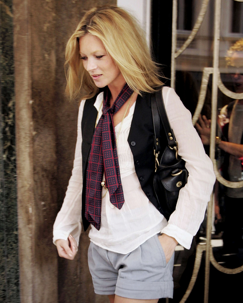 4b8767d7222b How to Wear the Skinny Scarf Fashion Trend for Fall