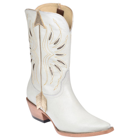 <p>Kacey Musgraves x Lucchese</p>