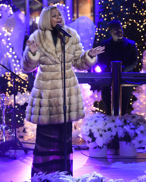 "CHRISTMAS IN ROCKEFELLER CENTER -- Pictured: Mary J. Blige rehearses for NBC's ""Christmas in Rockefeller Center""  -- (Photo by: Peter Kramer/NBC/NBCU Photo Bank)"
