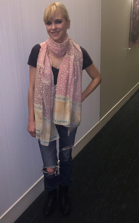 e Celebrities Are Wearing Matching Scarves-embed