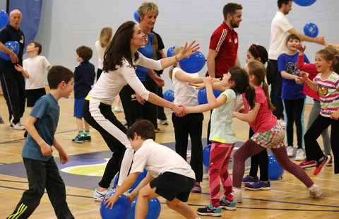 EDINBURGH, SCOTLAND - FEBRUARY 24:  Catherine, Duchess of Cambridge takes part in a tennis workshop with Andy Murray's mother Judy at Craigmount High School in Edinburgh on February 24, 2016 in Edinburgh, Scotland. (Photo by Andrew Milligan - WPA Pool/Get