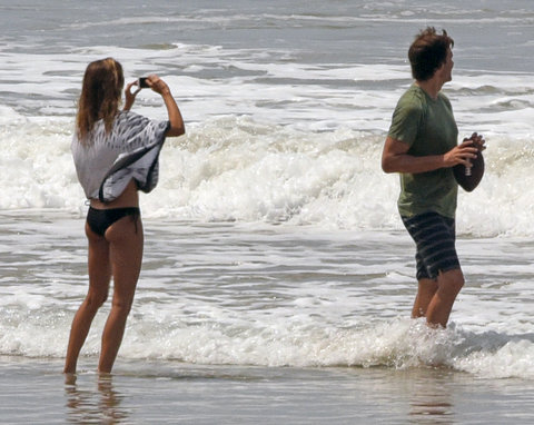 03/27/2016PREMIUM EXCLUSIVE Tom and Gisele wrap up their vacation in Costa Rica with a kiss on the beach! After spending the day with family the couple returned to the beach for a moment of quality time together. The couple seemed to be enjoying their