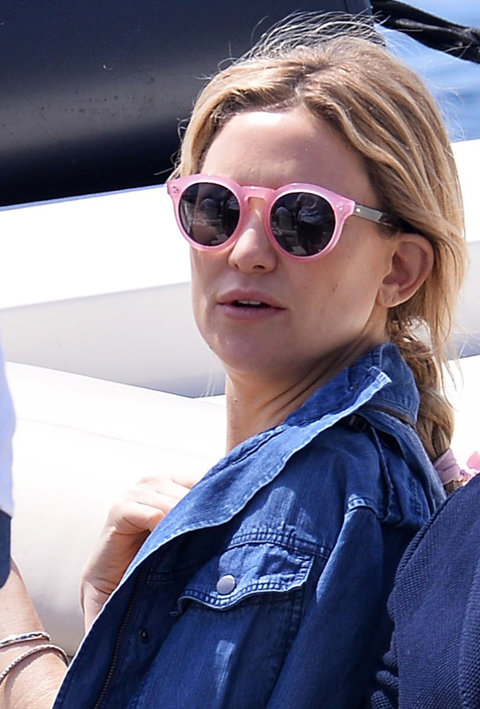52061734 Actress Kate Hudson arrives to the Hotel Du Cap Eden Roc in a boat with friends in Antibes France on May 17, 2016. The star was seen looking stylish in a striped multi colored skirt and a denim jacket. FameFlynet, Inc - Beverly Hills, CA, USA - +