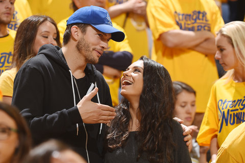 Ashton Kutcher Mila Kunis Basketball 1