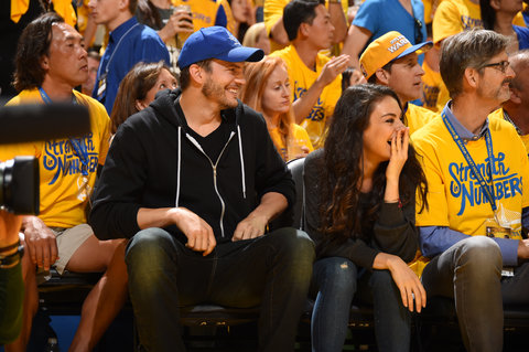 Ashton Kutcher Mila Kunis Basketball 4