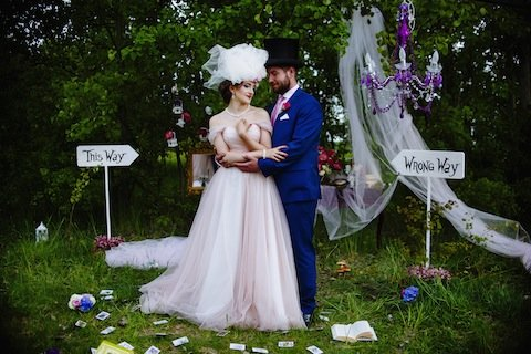 This Alice in Wonderland-Inspired Wedding Is What Dreams Are Made Of ...