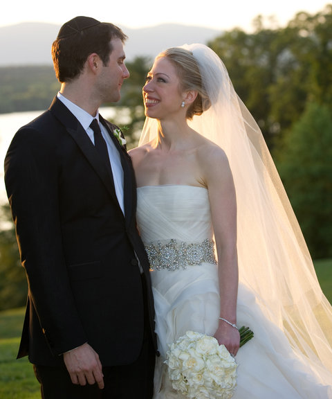 <p>Chelsea Clinton and Marc Mezvinsky (2010)</p>