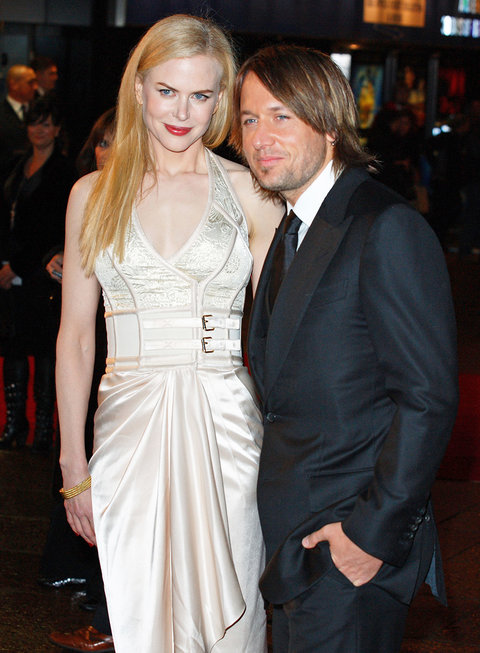 LONDON - NOVEMBER 27:  Nicole Kidman and Keith Urban attend The Golden Compass world premiere held at the Odeon Leicester Square on November 27, 2007 in London, England.  (Photo by Mike Marsland/WireImage)