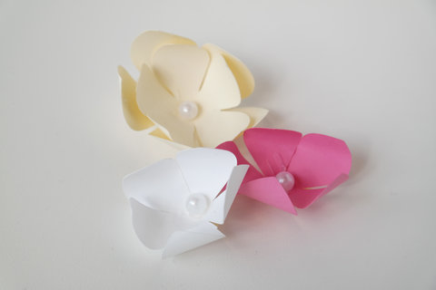 Paper Flower Centerpieces Pinned Embed