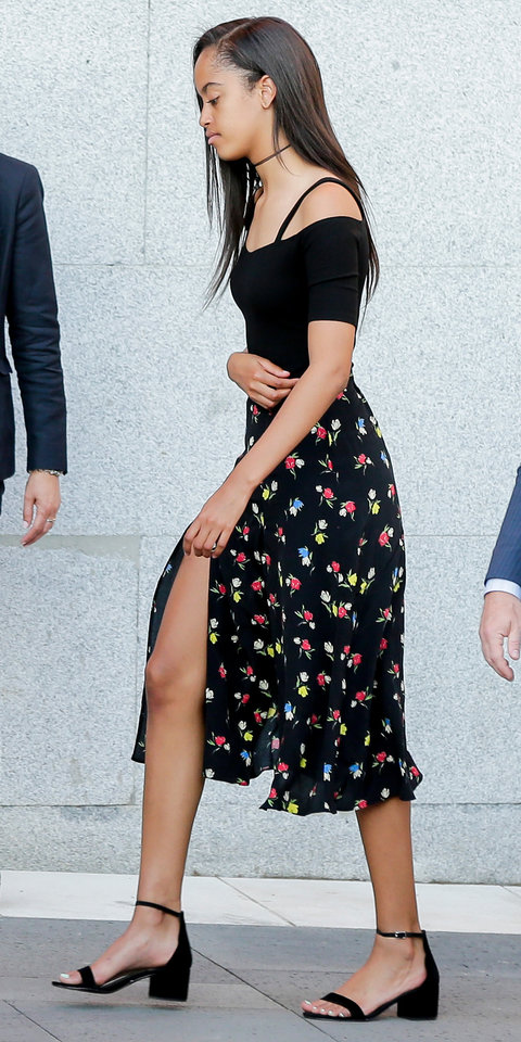 Malia And Sasha Obama Rock Summers Hottest Trends At Once In Spain