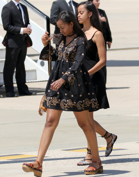 Michelle, Sasha and Malia Obama - Spain - Embed
