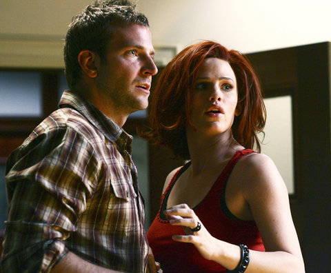 Jennifer Garner and Bradley Cooper on Alias - Embed