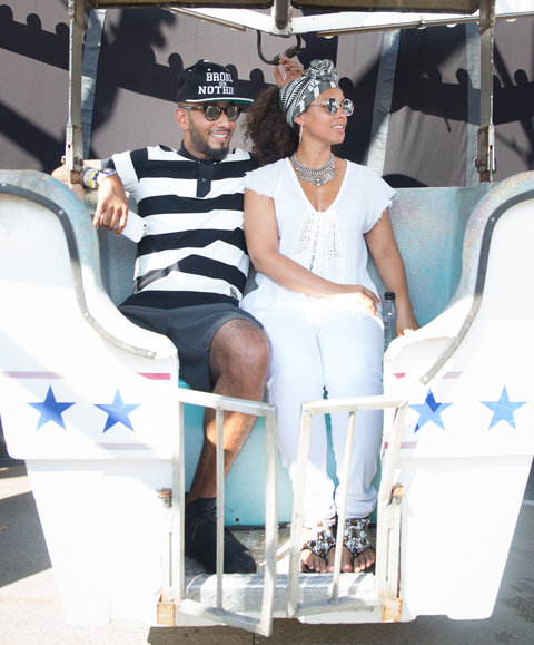 alicia keys enjoys art exhibit outing with husband swizz