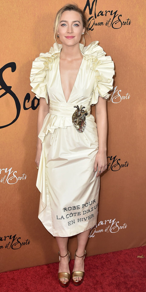 During the Mary Queen of Scotts premiere, Saoirse Ronan made heads turn in a ruffled Gucci dress and gold chunky heels.