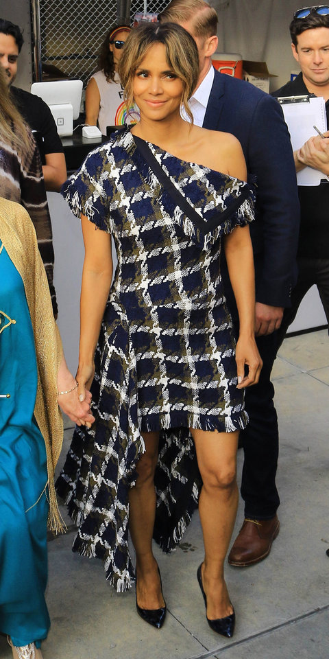Halle Berry Just Shut Down the Red Carpet in a Sexy Asymmetric Dress | InStyle.com