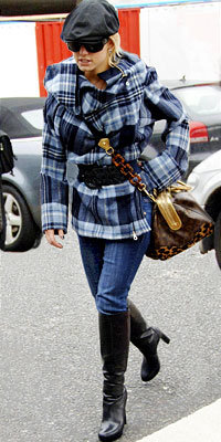Jessica Simpson carrying Louis Vuitton