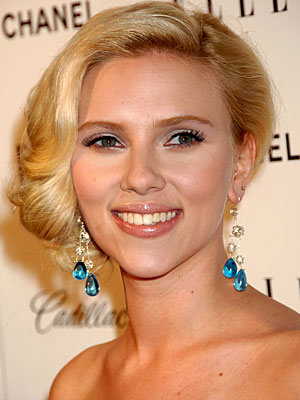 Scarlett Johansson, Holiday Beauty