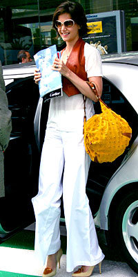 Katie Holmes in Goldsign, The Row, and Hermès, carrying Louis Vuitton