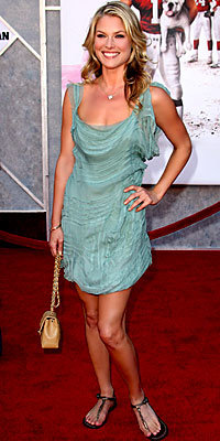 Ali Larter in Alberta Ferretti, carrying Chanel