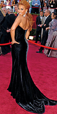 Cover Exclusives, Beyonce's Greatest Red-Carpet Looks, 2005 Oscars in Vintage Atelier Versace