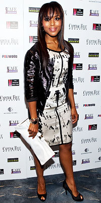 Kerry Washington in Narciso Rodriguez carrying Brian Atwood