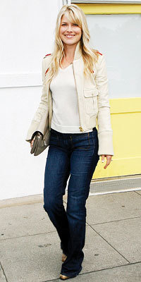 Ali Larter in Rock & Republic, carrying Anya Hindmarch