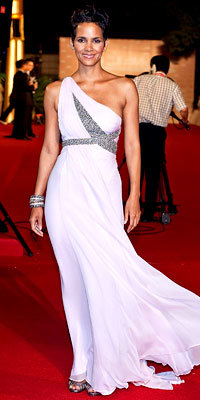 Halle Berry in Marchesa and Jimmy Choo shoes