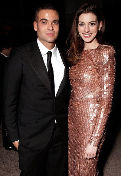 Anne Hathaway - Mark Salling - Armani Prive - Golden Globes 2011