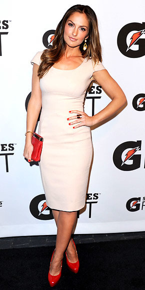 Minka Kelly in Victoria Beckham