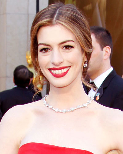 Anne Hathaway Eye Color: Secrets Behind The Hottest Oscars Hair And Makeup