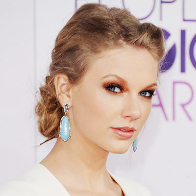 Taylor Swift debuts edgy new look in I Knew You Were Trouble video pictures