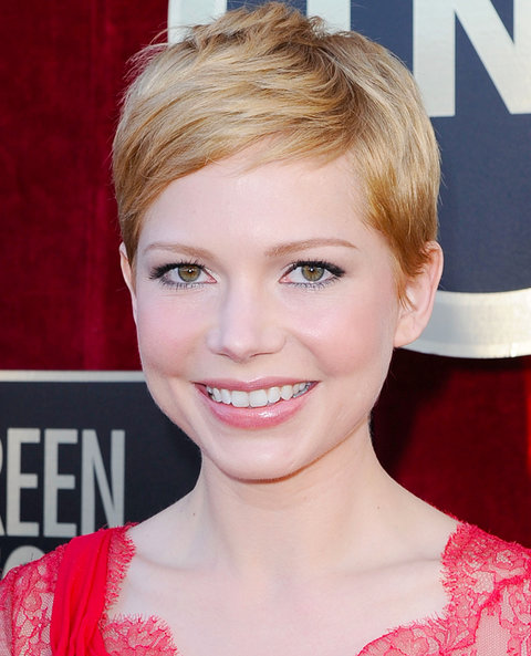 Michelle Williams arrives at the 18th Annual Screen Actors Guild Awards