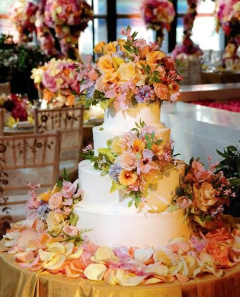 16 Outrageous Celebrity Wedding Cakes - The Daily Meal