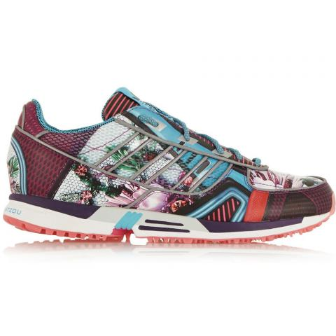 Floral sneakers embed 2
