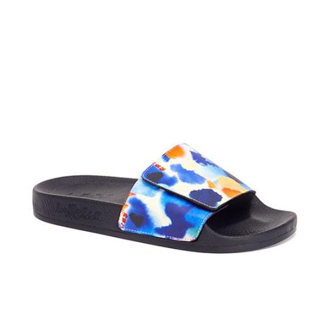 Sporty sandals embed 1