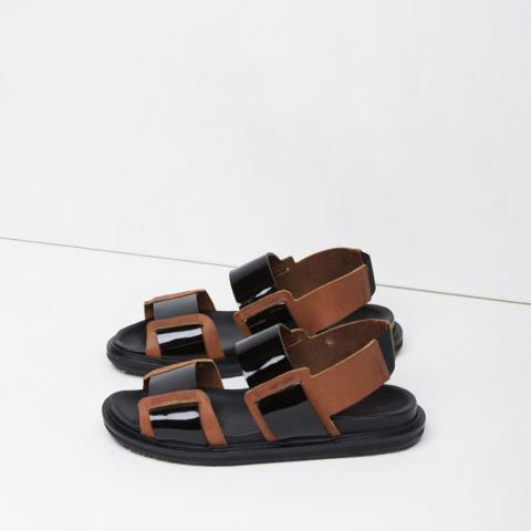 Sporty sandals embed 2