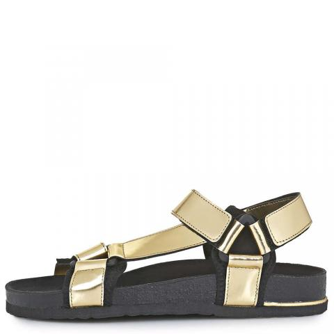 Sporty sandals embed 5