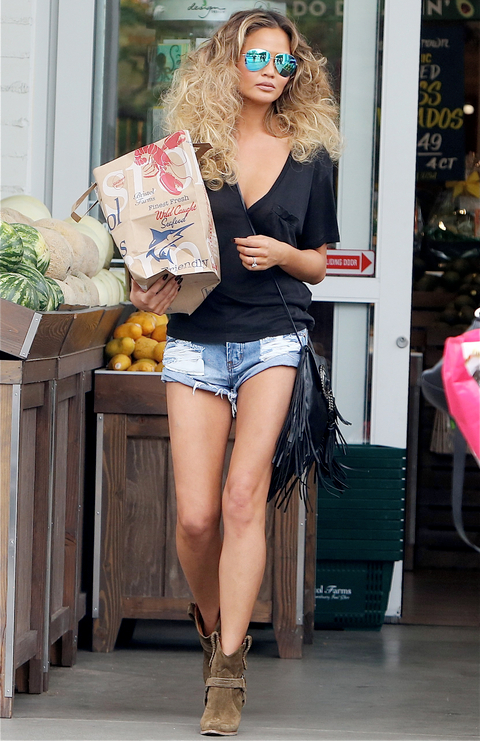 INF - Chrissy Teigen Looks Ready For The Runway As She Does Some Food Shopping