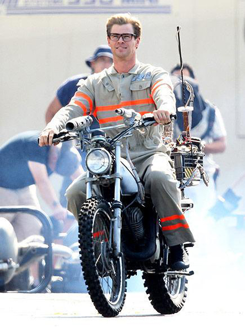 Chris Hemsworth Ghostbusters Embed