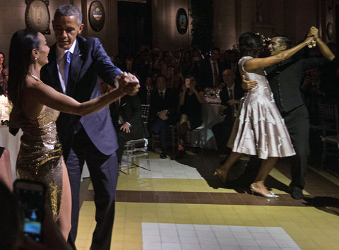 US President Barack Obama (L) and First Lady Michelle Obama (2nd R) dance tango with dancers during a state dinner at the Kirchner Cultural Centre in Buenos Aires on March 23, 2016. The United States and Argentina sealed a major trade deal on the eve -the