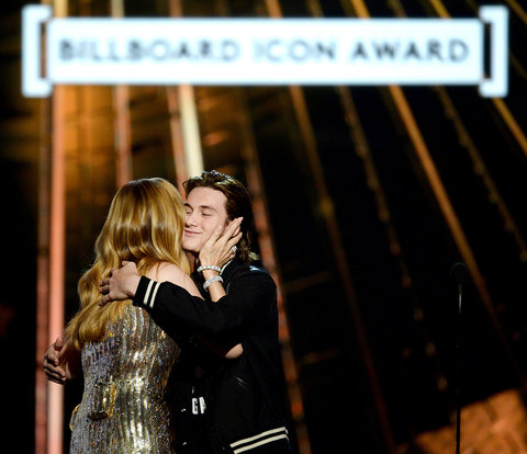 LAS VEGAS, NV - MAY 22:  Honoree Celine Dion accepts the Billboard Icon-Award from son Rene Charles Angelil onstage during the 2016 Billboard Music Awards at T-Mobile Arena on May 22, 2016 in Las Vegas, Nevada.  (Photo by Kevin Winter/Getty Images)
