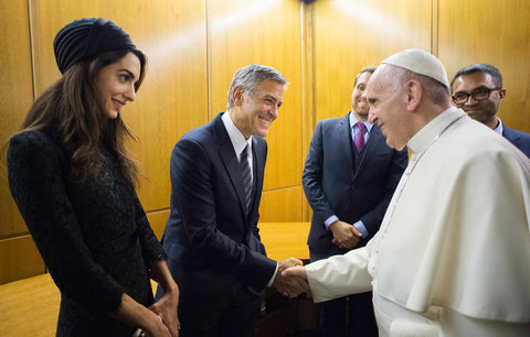 Amal and George Clooney meet the Pope