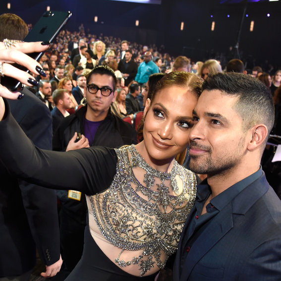 The Best Celebrity Instagrams from the 2017 People's Choice Awards