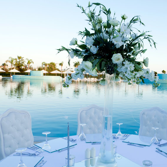 11 Pretty Poolside  Weddings on Pinterest That Will Make You Swoon